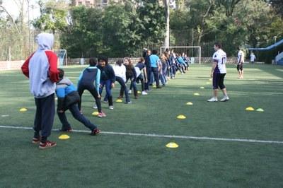 Colégio Americano recebe jogadores do Gorillas para aulas especiais de Educação Física
