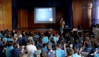5ºs anos debatem sobre bullying com psicóloga