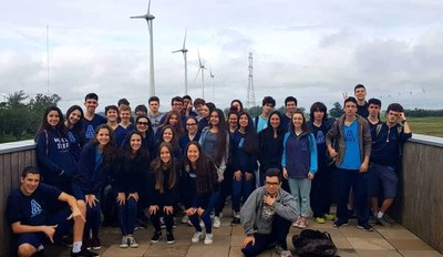 Alunos do 2º ano do Ensino Médio visitam Parque Eólico em Osório