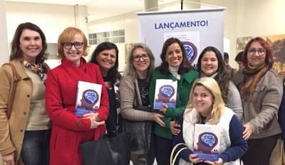 Equipe Diretiva participa de lançamento de livro que teve parceria com professora da instituição