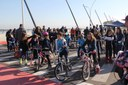Familiares, alunos e funcionários se exercitam e se divertem no 1º Passeio Sobre Rodas