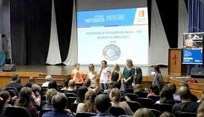 Familiares participam de apresentação do PEB