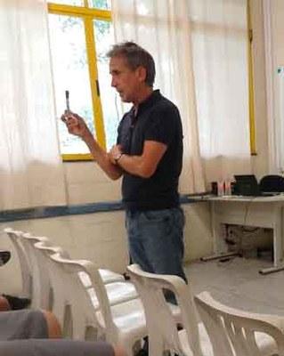 Docente português debate a poesia de Fernando Pessoa em unidades da Educação Metodista