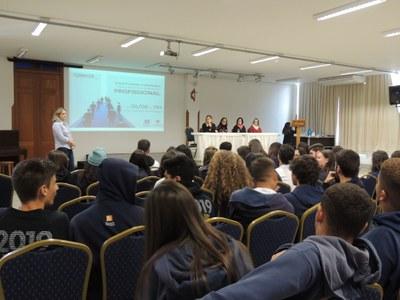 Alunos do Ensino Médio participam do projeto Orientação Profissional