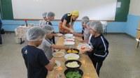 """Alunos do 3º ao 5º ano põem a """"mão na massa"""" para fazer pizzas saudáveis"""