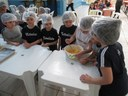 Aula de culinária também traz aprendizado de Matemática e Língua Portuguesa