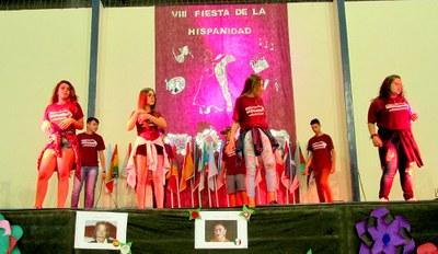 Colégio Metodista festeja o Dia da Hispanidad