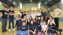 Ex-alunas visitam o Colégio, compartilham lembranças e conduzem atividade com atuais estudantes