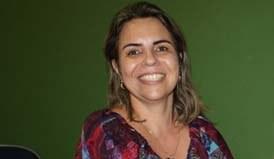 Professora Sandra Brito recebe prêmio da Academia de Letras, Artes e Ciências Brasil