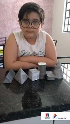 Alunos do 3° ano realizam atividade criativa de figuras geométricas