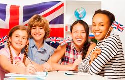 Alunos do Colégio Piracicabano praticam o idioma inglês com aulas gratuitas ministradas por estudantes do Emory & Henry College, nos EUA.