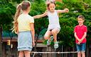 Brincadeiras em grupo são incentivadas no Mês da Criança