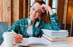 Docente e estudante dão dicas sobre como se preparar para o vestibular