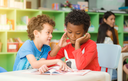 Ensino bilíngue une conhecimento e estímulo à imaginação para alunos da educação infantil