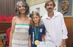 Estudante é homenageada com a medalha Prudente de Moraes