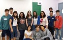 Intercambista norte-americana visita colégio e auxilia alunos nas aulas de inglês