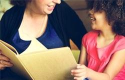 Professoras dão dicas para os pais ajudarem os filhos na alfabetização