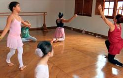 Oficinas gratuitas de ballet são promovidas na Escola de Música