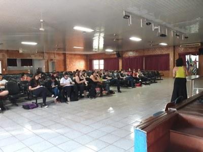 Alunos do terceiro ano participam de aulão para o Enem