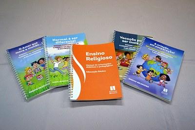 Professores de ensino religioso participam de capacitação e conhecem novo material