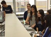 9ºs anos participam de aula de Química com conteúdo do Ensino Médio