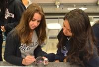 Feira de Profissões apresenta a alunos o universo e atuação das diferentes áreas de formação