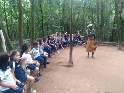 Na Sitiolândia, alunos aprendem sobre o meio ambiente e cultura indígena