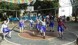 A festa teve muita brincadeira, ampla praça de alimentação e apresentação de dança